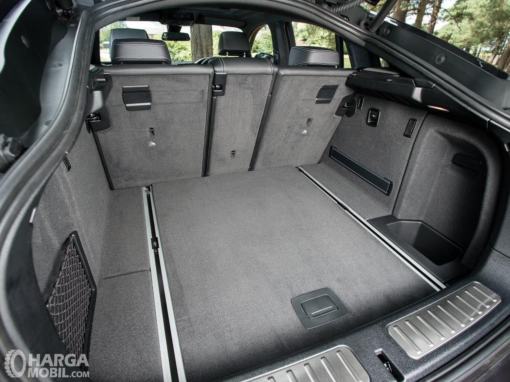 Bagasi BMW X4 xDrive28i M Sport 2014 terbilang sangat lega untuk kebutuhan Anda