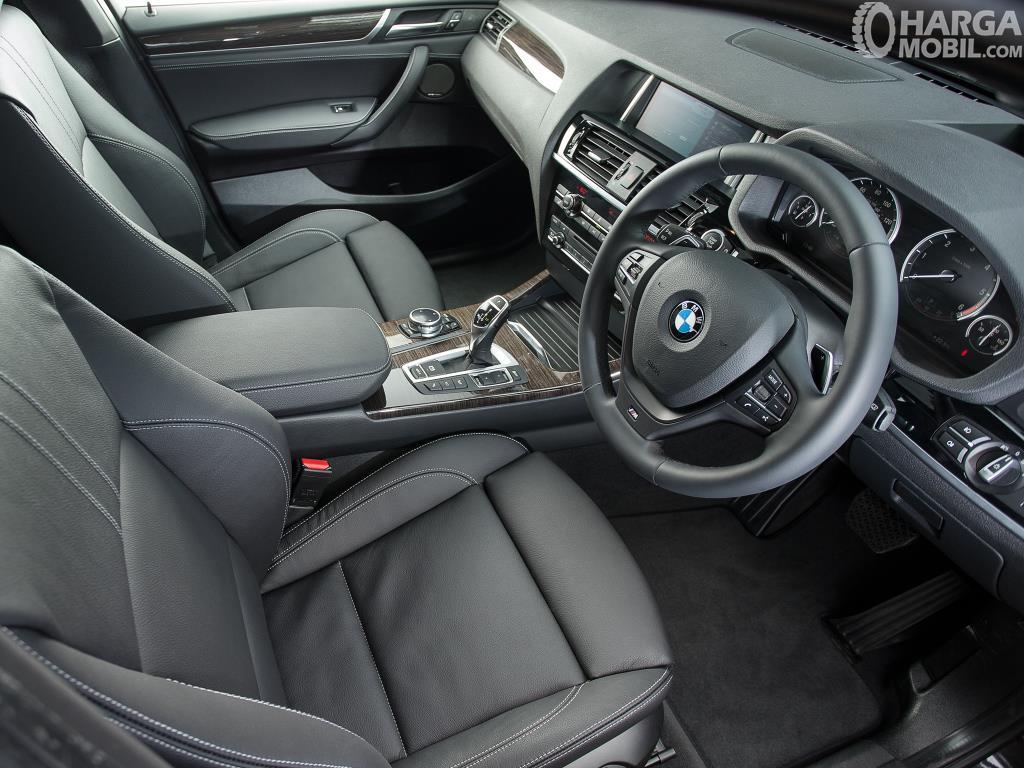 Setir BMW X4 xDrive28i M Sport 2014 menghadirkan tuas Paddle Shift