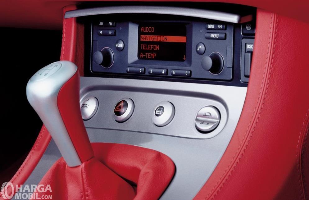 Fitur hiburan BMW Z8 2000 mengandalkan sistem audio yang sudah mendukung navigasi serta fungsi telepon