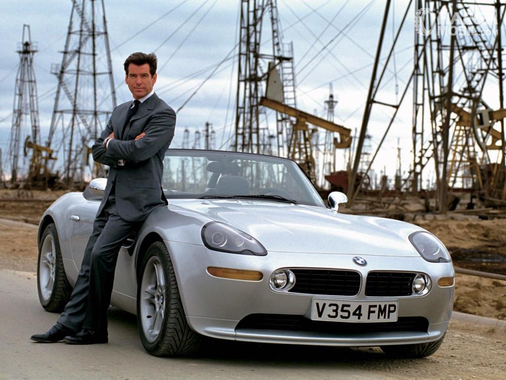 BMW Z8 James Bond merupakan satu ikatan yang tak terlupakan karena film ini sangatlah populer di zamannya
