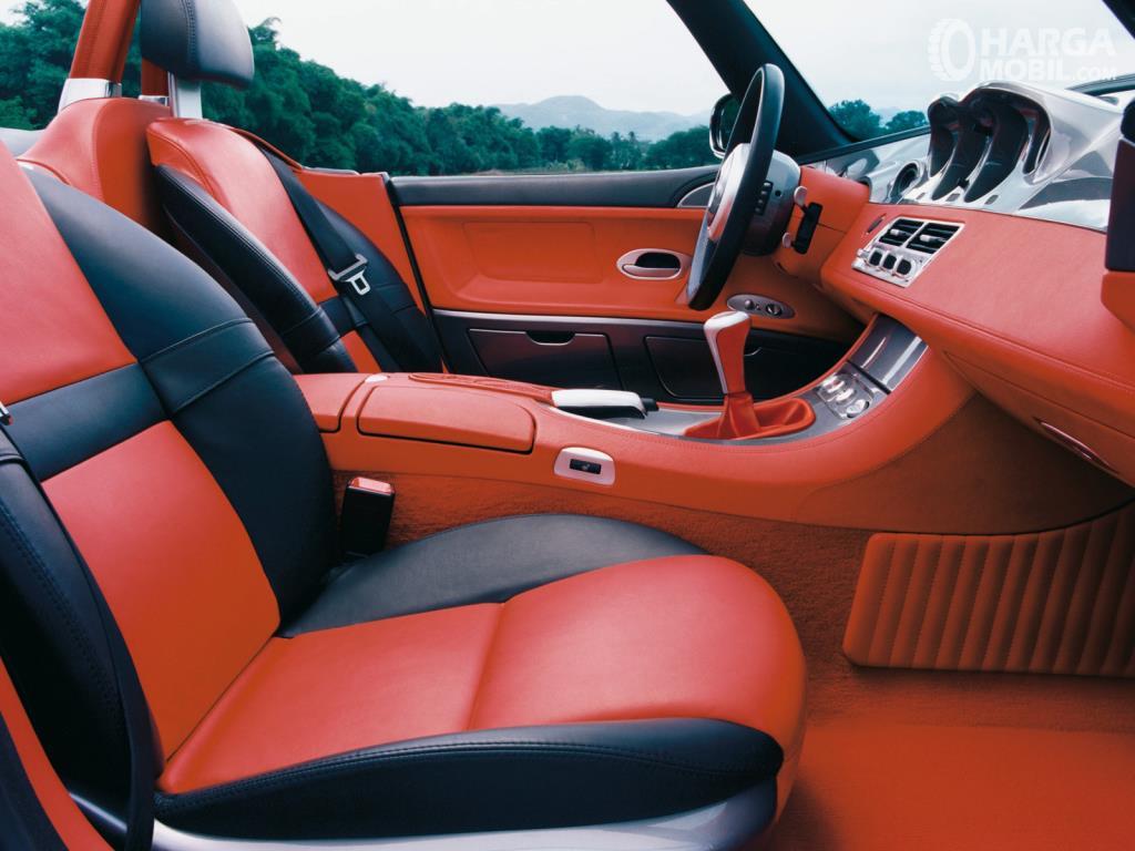Kursi BMW Z8 2000 hanya mampu menampung dua orang saja