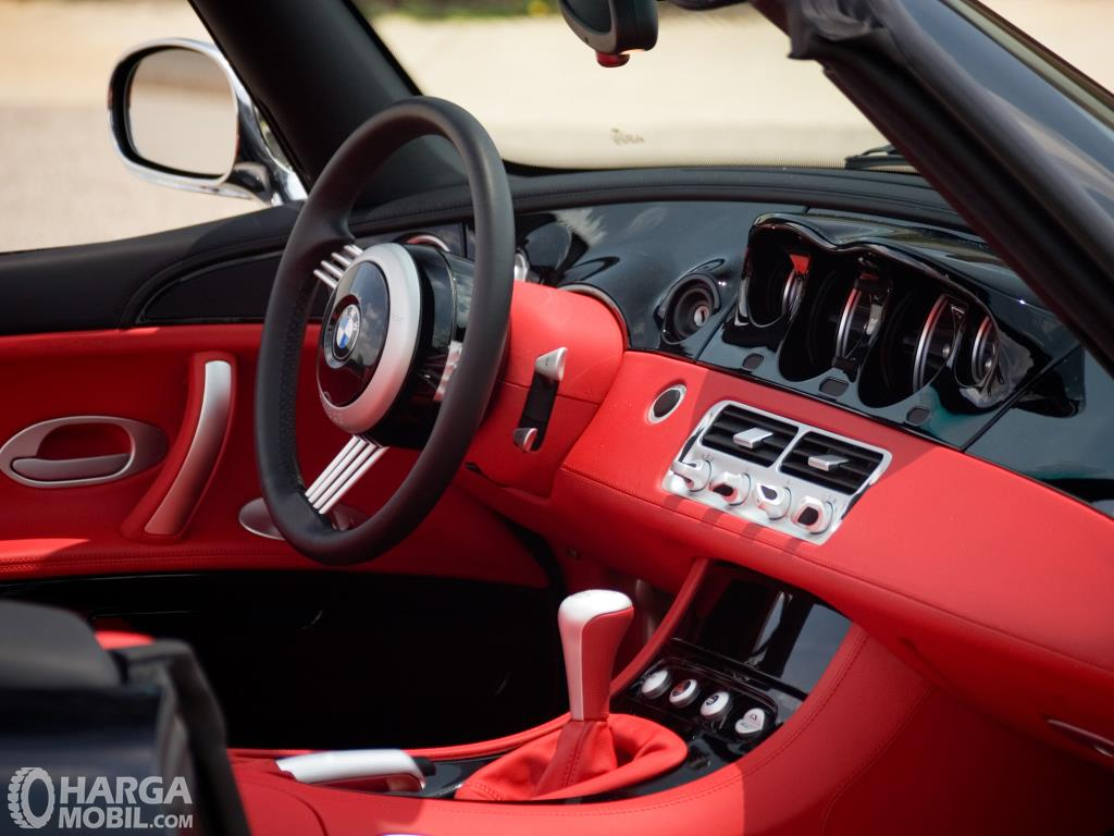 Setir BMW Z8 2000 sudah dibalut bahan kulit