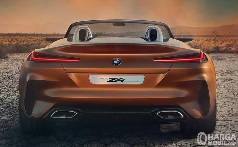 Gambar ini menunjukkan bagian belakang BMW Z4 M40i 2018 terlihat sporty dengan 2 knalpot