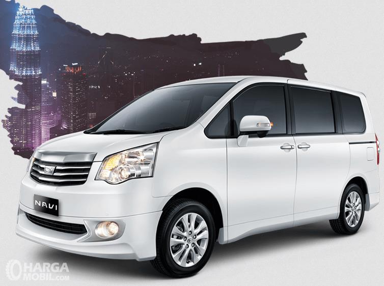 Gambar ini menunjukkan Toyota NAV1 warna putih tampak bagian samping
