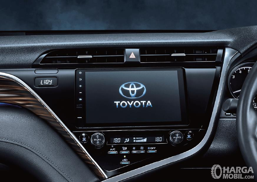Gambar bagian head unit Toyota Camry 2019
