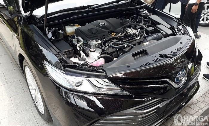 Foto bagian mesin mobil Toyota Camry 2019