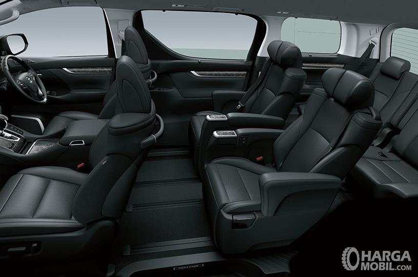 Gamabr ini menunjukkan bagian interior Toyota Vellfire dan terlihat kursi dan dashboard serta kemudi mobil
