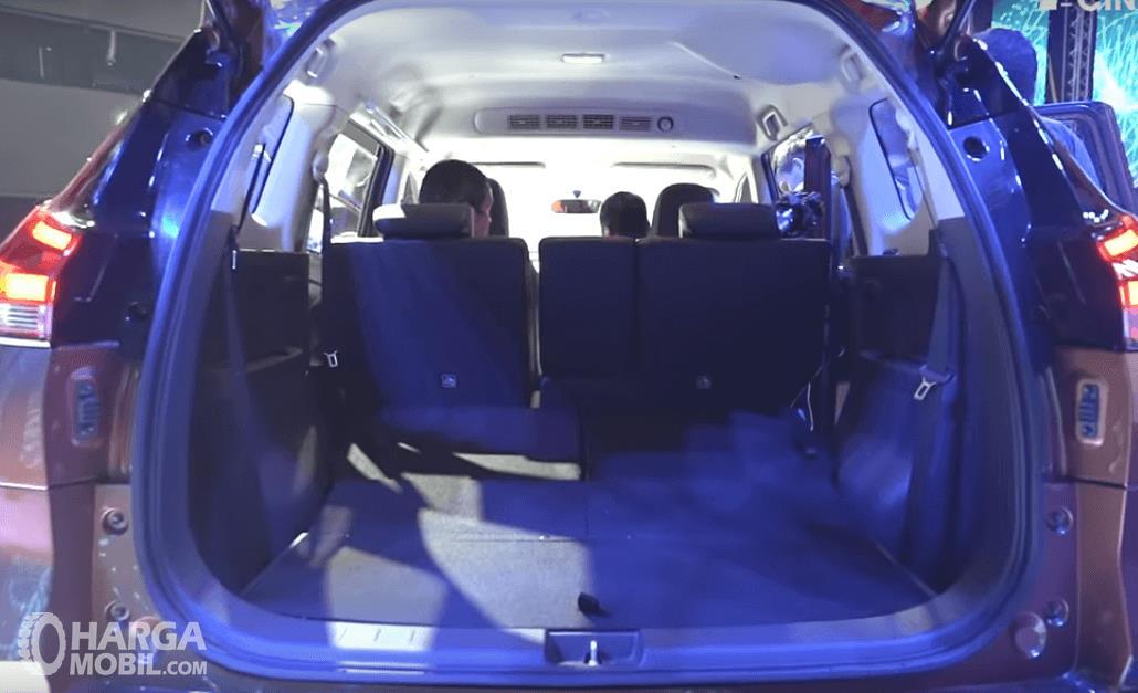 Gambar ini menunjukkan bagian bagasi All New Nissan Livina 2019