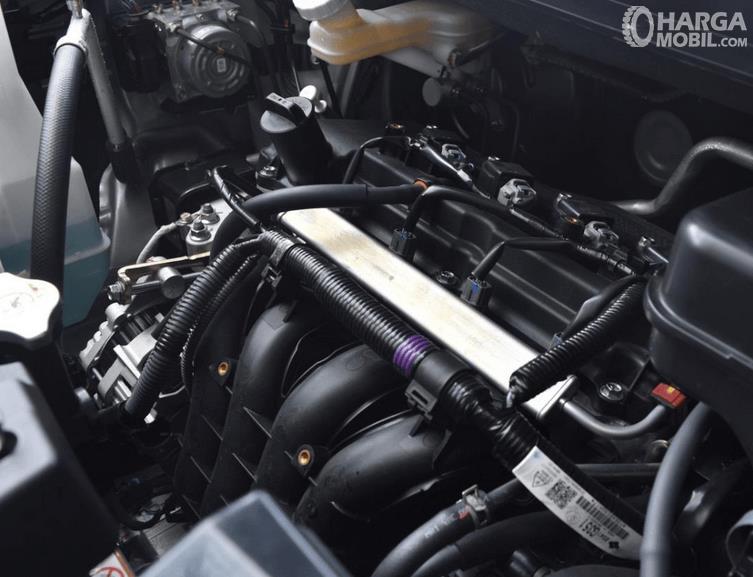 Gambar ini menunjukkan mesin mobil All New Nissan Livina 2019