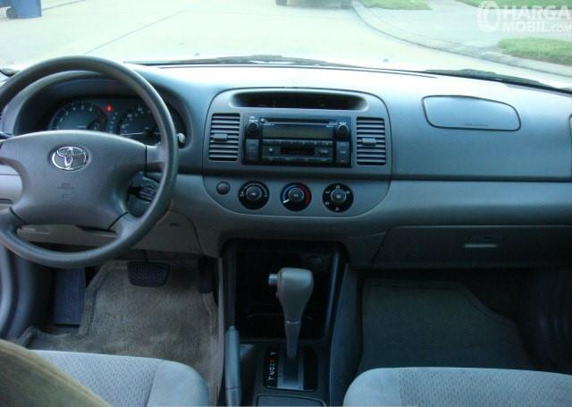 Foto bagian dashboard Toyota Camry 2002