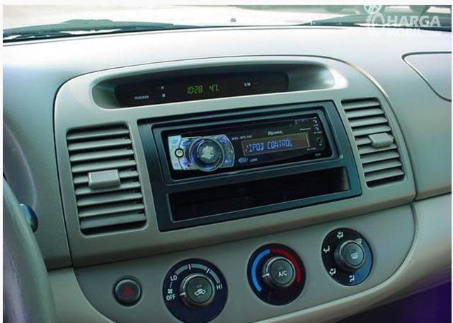 Foto fitur audio Toyota Camry 2002