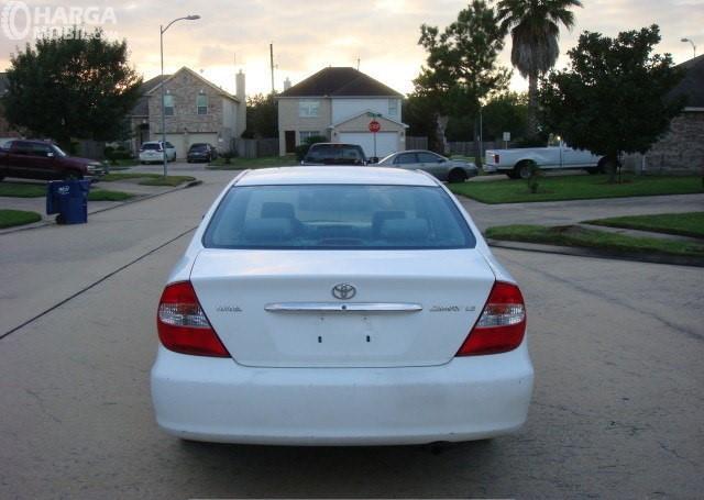 Foto Toyota Camry 2002 dilihat dari tampak belakang
