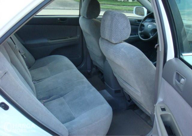 Gamabr menunjukkan bagian jok mobil Toyota Camry 2002