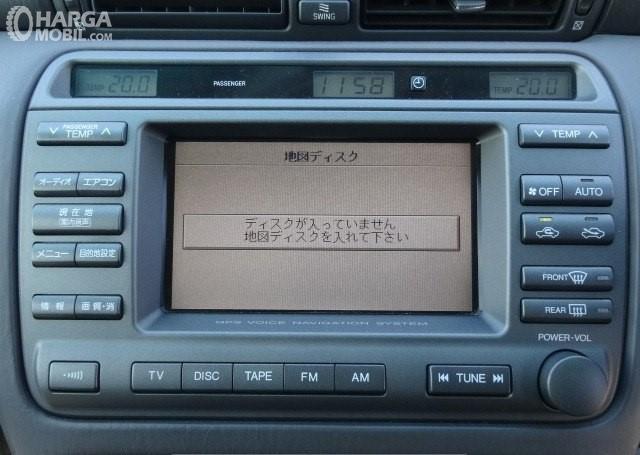 Foto sistem hiburan Toyota Crown Estate 2001