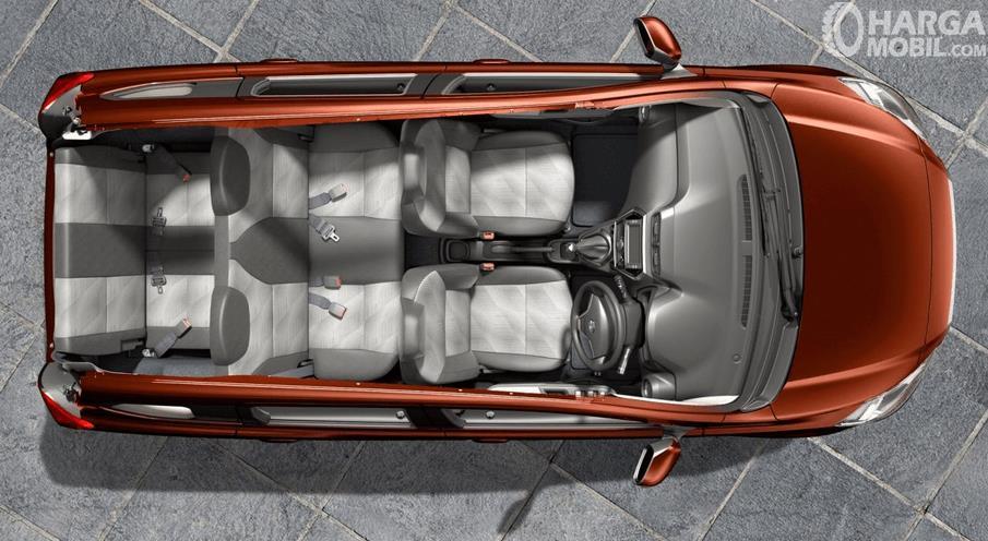 Gambar ini menunjukkan bagian dalam mobil Datsun Go+ dan terlihat kursi di dalamnya