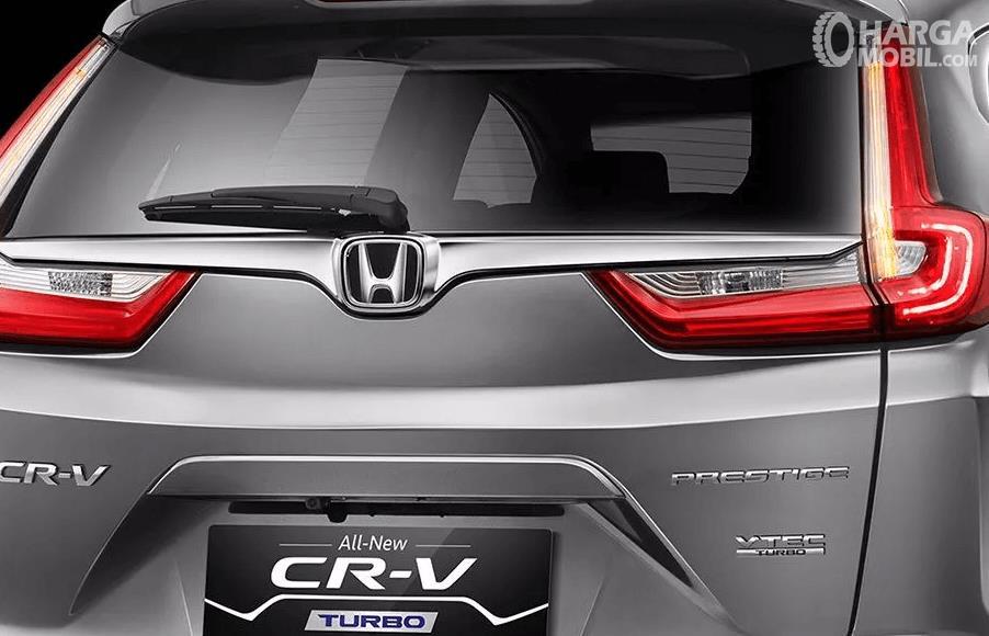 Gambar ini menunjukkan mobil Honda CR-V 1.5 L Turbo Prestige tampak belakang