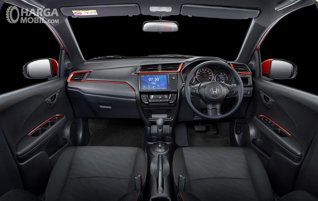 Foto Kabin New Honda Mobilio RS CVT 2019, semua pengaturan fitur berada dalam jangkauan pengemudi