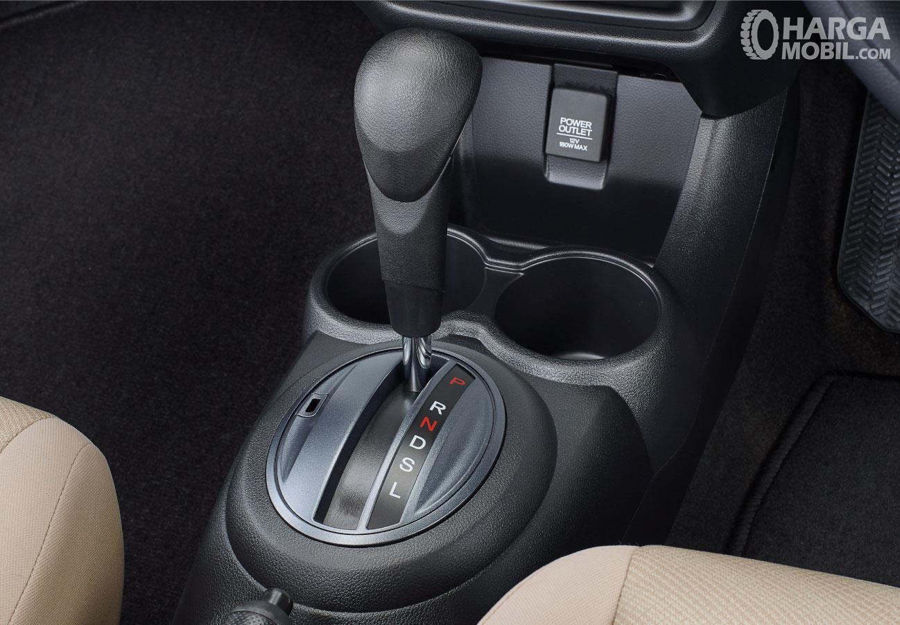 Foto tuas transmisi CVT pada New Honda Mobilio RS CVT 2019, mudah digunakan dibanding transmisi manual