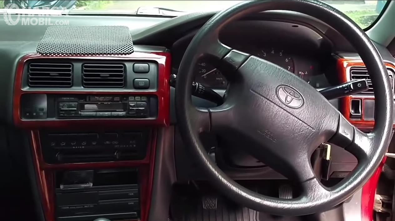 Foto dasboard dan setir All New Toyota Corolla 1.6 S-Cruise 1996 masih dalam kondisi original