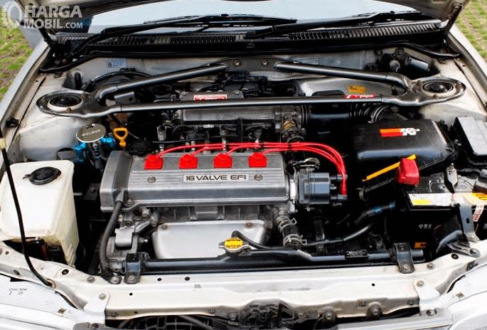 Gambar ini menunjukkan mesin pada mobil Toyota Great Corolla 1992