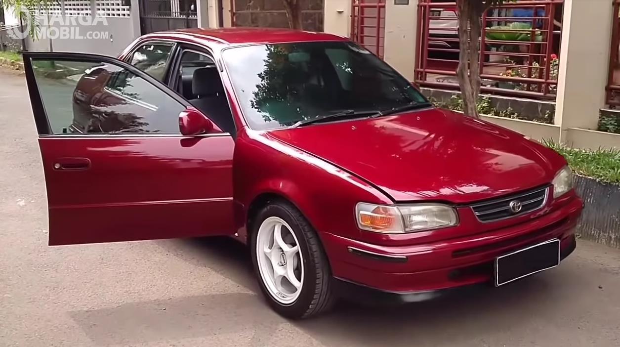 Penampilan All New Toyota Corolla 1.6 S-Cruise 1996 dilihat dari arah depan dan samping, proporsional