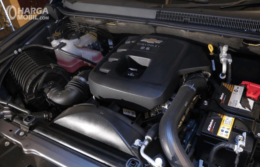 Gambar ini menunjukkan mesin mobil Chevrolet Trailblazer