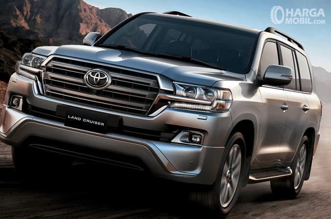 Gambar ini menunjukkan Toyota Land Cruiser 200 VX 2019