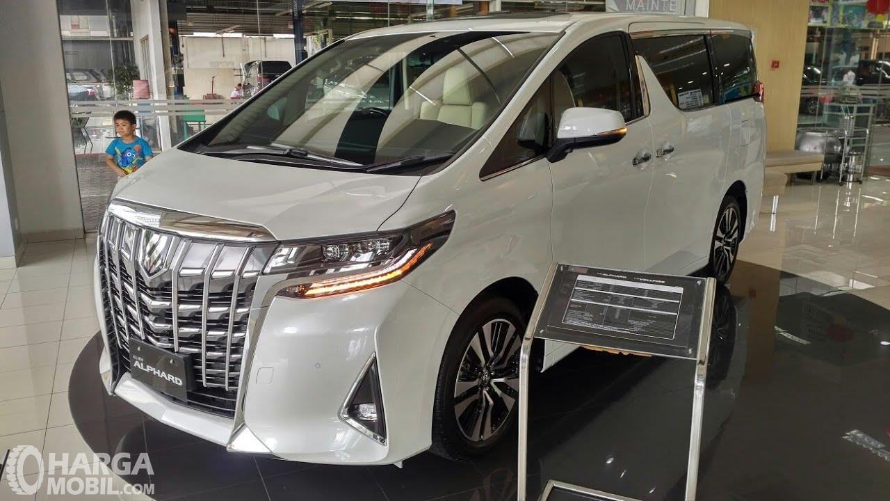 Tampilan New Toyota Alphard dari samping depan, sangat mewah
