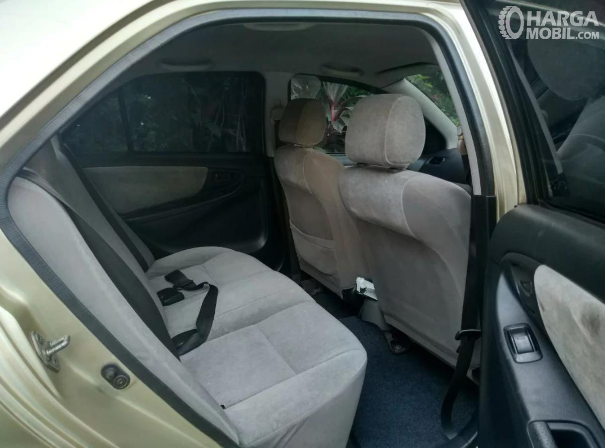 Foto Kursi Toyota Vios 2003 untuk penumpang belakang