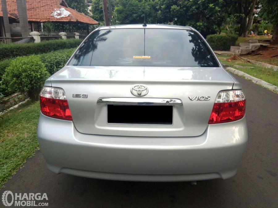 Tampilan belakang Toyota Vios 2003