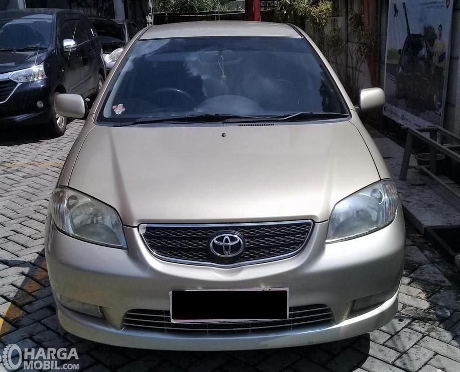 Foto Toyota Vios 2003 tampak dari depan