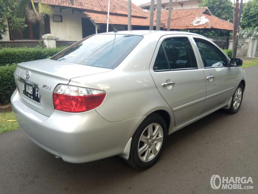 Foto Toyota Vios 2003 dari arah samping