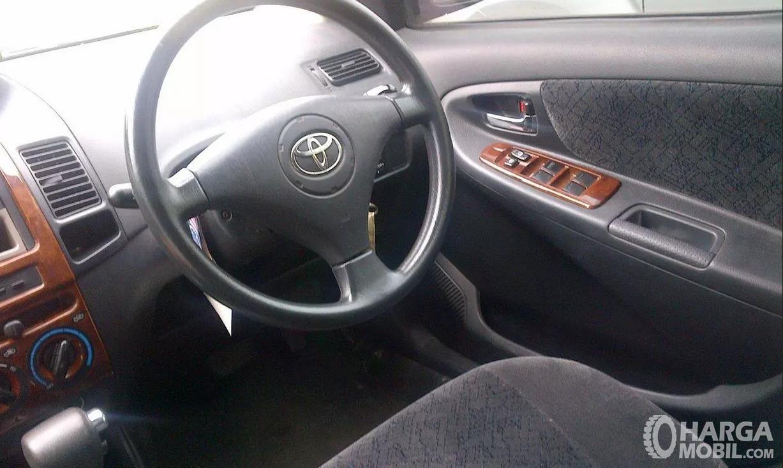Foto Setir Toyota Vios 2003 tanpa airbag di bagian tengahnya