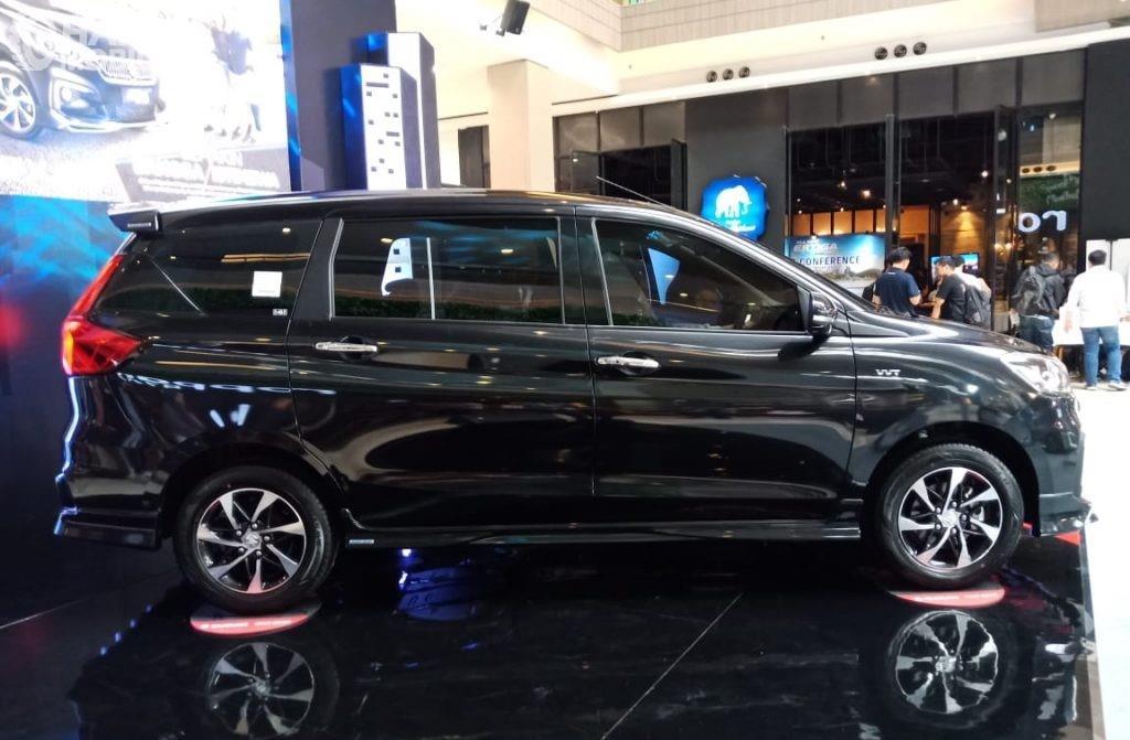 Foto All New Ertiga Suzuki Sport 2019 dari arah samping