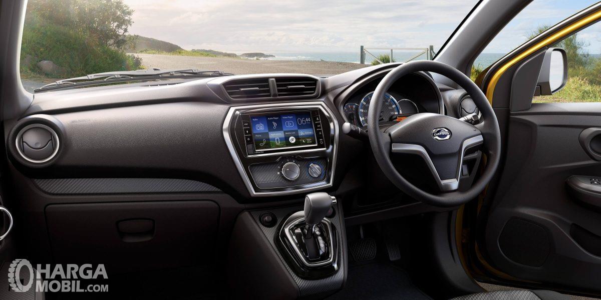 Dashboard Datsun Cross sudah dibekali panel Head Unit Touchscreen yang banyak belum dimiliki kompetitornya