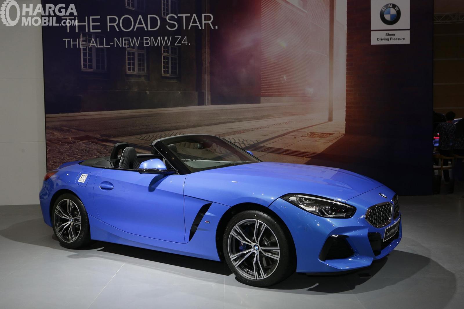 Gambar menunjukkan desain bagian Eksterior All New BMW Z4 berwarna biru