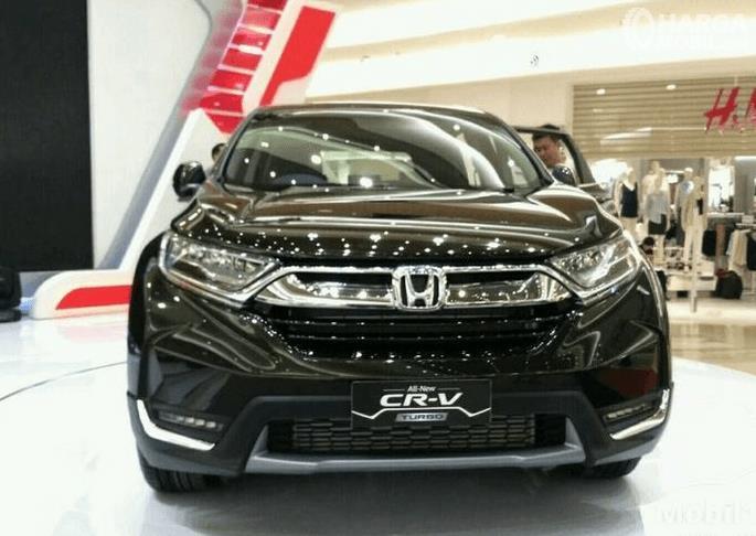 Gambar ini menunjukkan mobil Honda CR-V 1.5L Turbo prestige tampak bagian depan