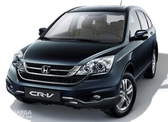 Gambar ini menunjukkan mobil Honda CR-V generasi 3 tampak bagian depan