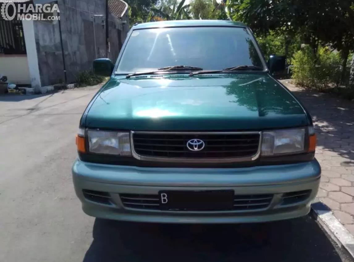 Foto Toyota Kijang Krista 1997 tampak dari depan