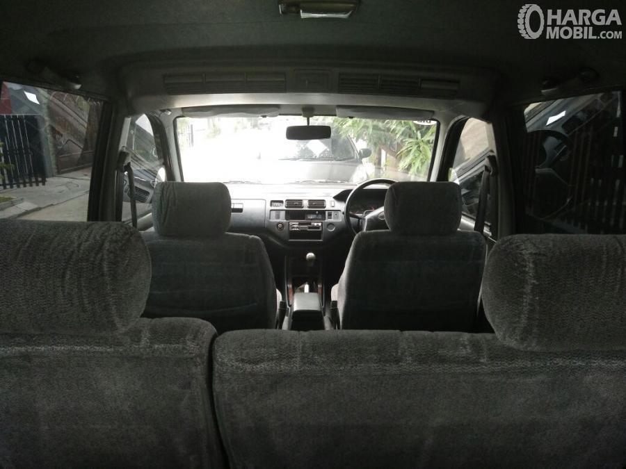 Foto Kabin Toyota Kijang Krista 1997 yang tampak lapang