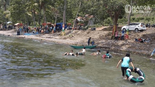 Gambar ini menunjukkan salah satu lokasi wisata terdapat banyak air