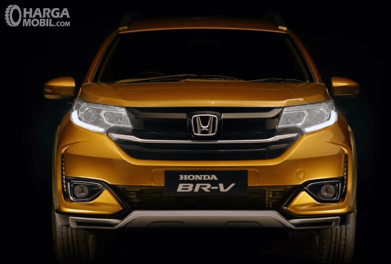 Gambar ini menunjukkan New Honda BR-V 2019 warna kuning tampak bagian depan