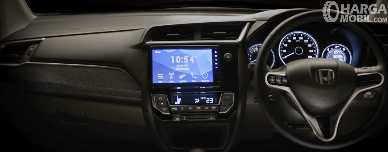 Gambar ini menunjukkan dashboard dan kemudi mobil New Honda BR-V 2019