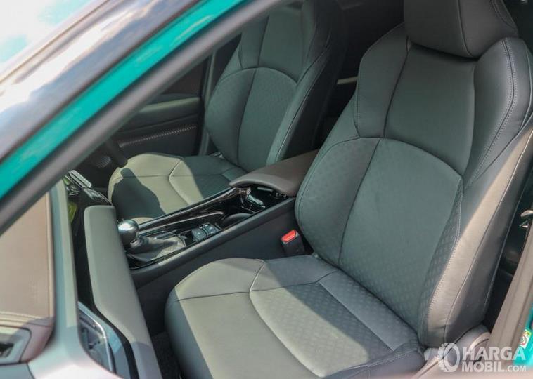 Gambar ini menunjukkan jok mobil Toyota C-HR Hybrid 2019
