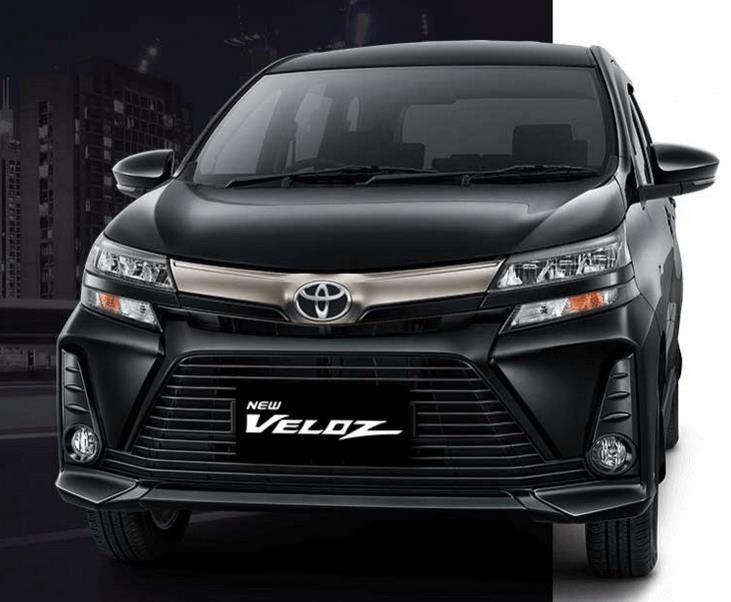 Gambar ini menunjukkan Toyota New Veloz 2019 warna hitam tampak bagian depan