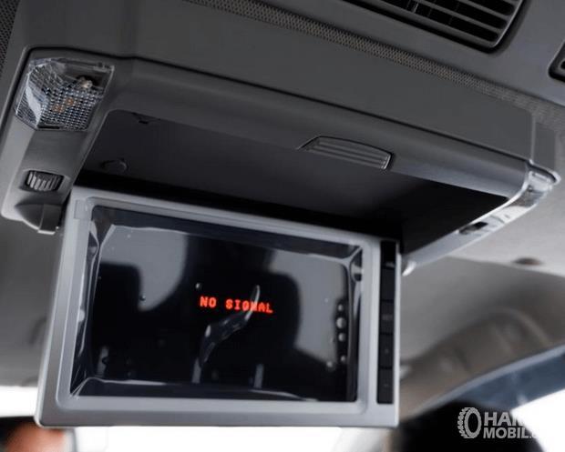 Gambar ini menunjukkan roof monitor yang terdapat pada mobil Toyota New Veloz 2019