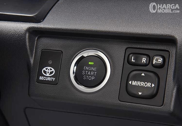 Gambar ini menunjukkan fitur engine start/stop pada  Toyota New Veloz 2019