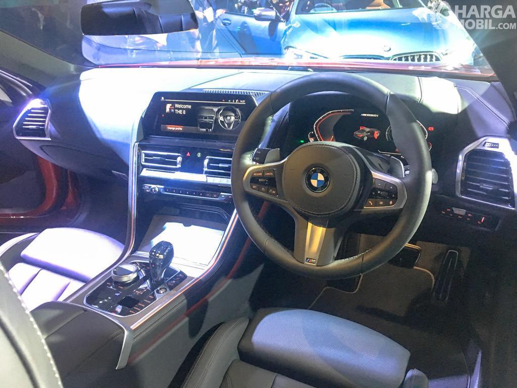 penampilan ruang kabin dalam All New BMW 8 Series