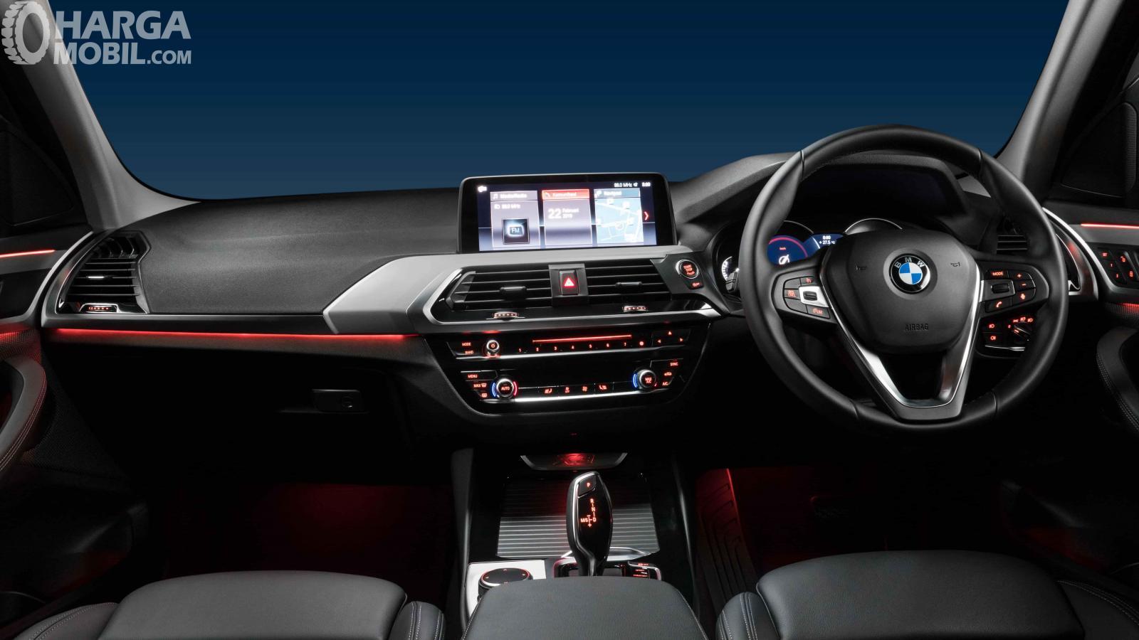 Foto gambar ruang kabin BMW X3 sDrive20i