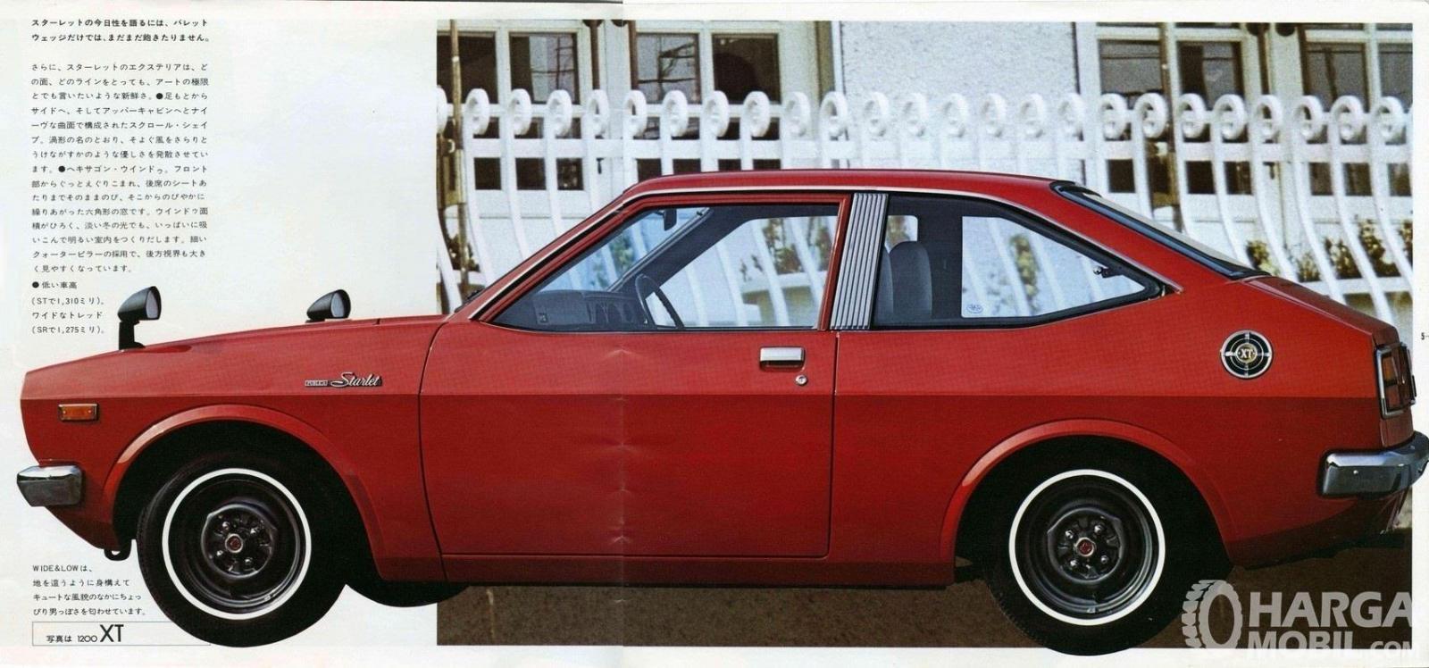 Foto menunjukkan Toyota Starlet Generasi Pertama yang diproduksi tahun 1973